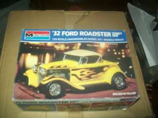Vintage 1932 Ford Roadster Street Rod Plastic Model 1/24