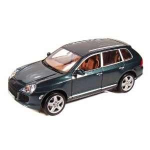 Porsche Cayenne Turbo 1/18 Green: Toys & Games