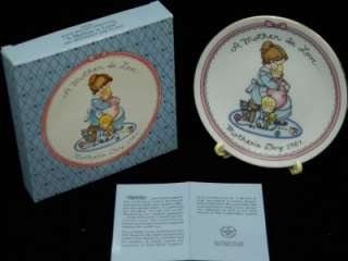 AVON Fine Collectables Collection Plate A MOTHER IS GOOD