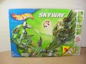 Mattell Hot Wheels Rev Ups Skyway Track Set   NEW   Classic