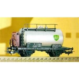BP TANK CAR   PIKO HO SCALE MODEL TRAINS 54263 Toys & Games