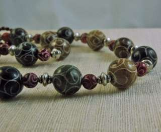 CHUNKY CARVED JADE BEADED NECKLACE IN AUTUMN COLORS
