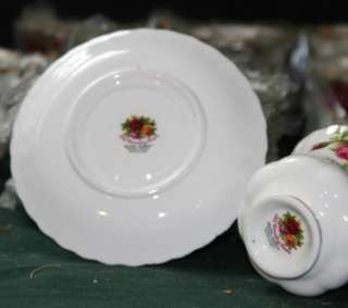 24pc Royal Albert Bone China England Old Country Roses Tea and Saucer