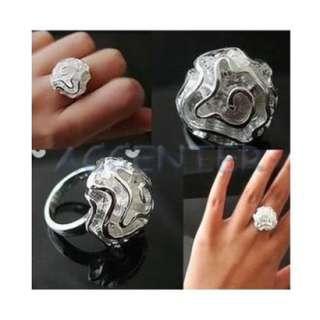 Glamorous Sliver Flower style Designed Beautiful Fashion Ring R0056